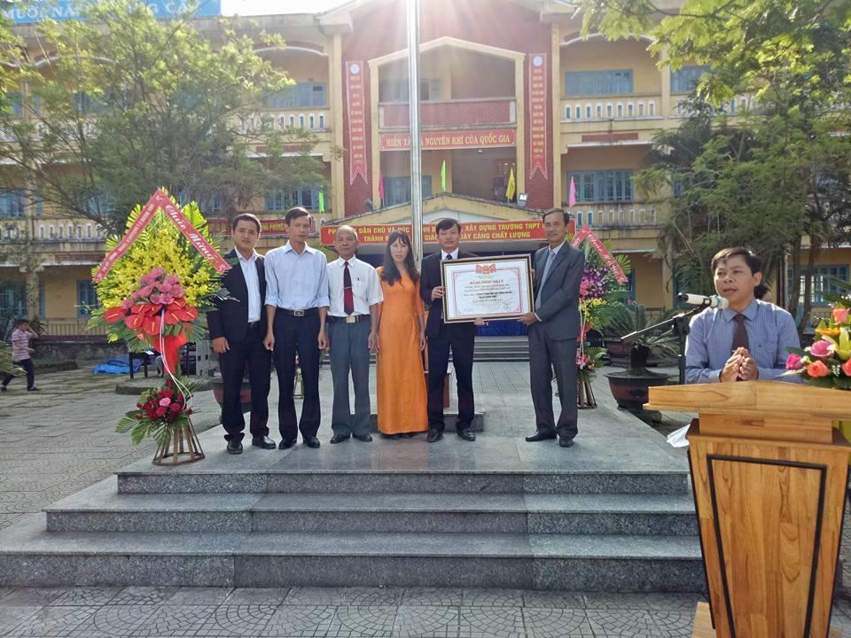 Trường THPT Phú Bài tổ chức lễ đón bằng công nhận trường học đạt chuẩn quốc gia và khai mạc Hội trại 26/3