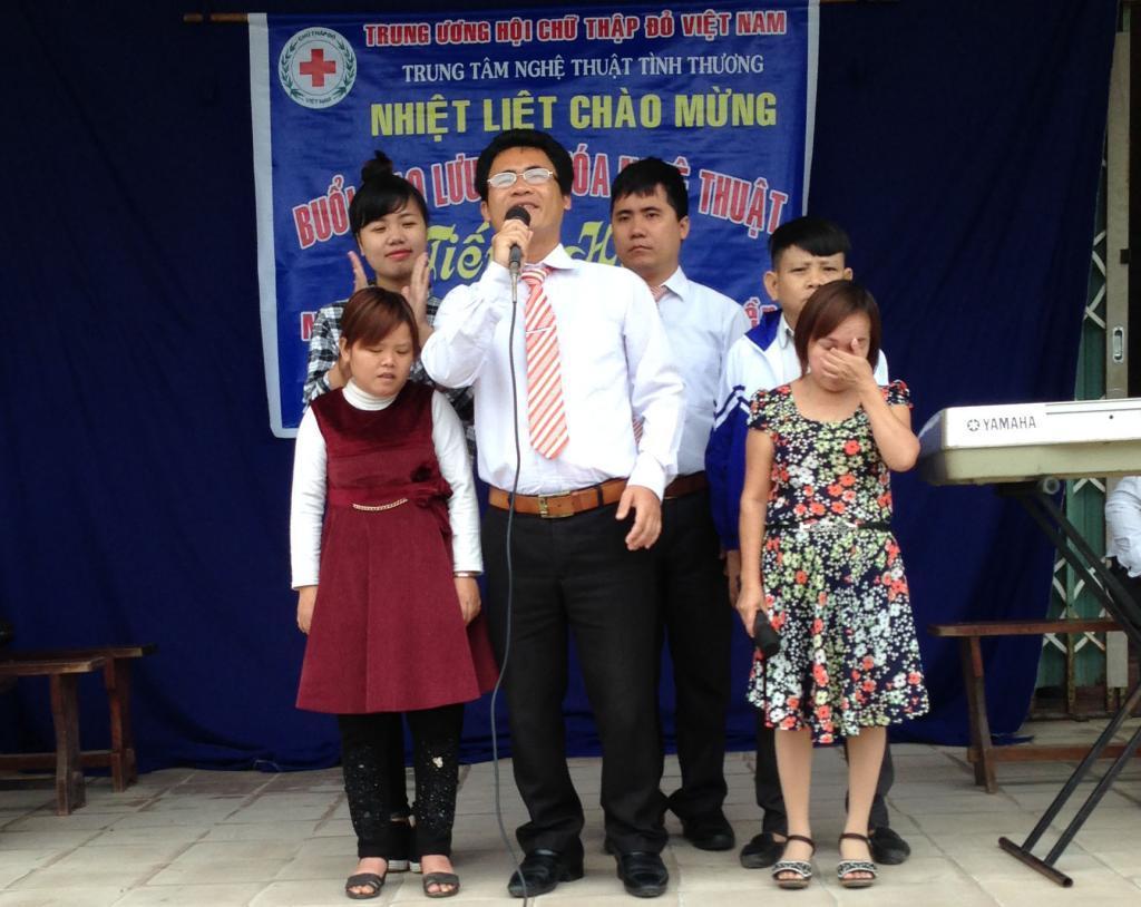THCS Phú Diên: Giao lưu Câu lạc bộ Nghệ thuật tình thương