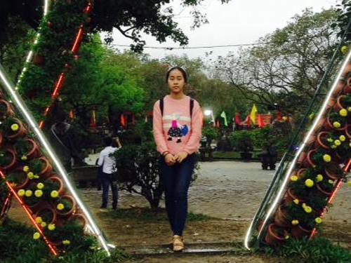 THPT Vinh Xuân: Em Huỳnh Thị Huệ, tấm gương vượt khó học giỏi, đạt điểm 10 môn Hóa học trong Kỳ thi THPT quốc gia năm 2017