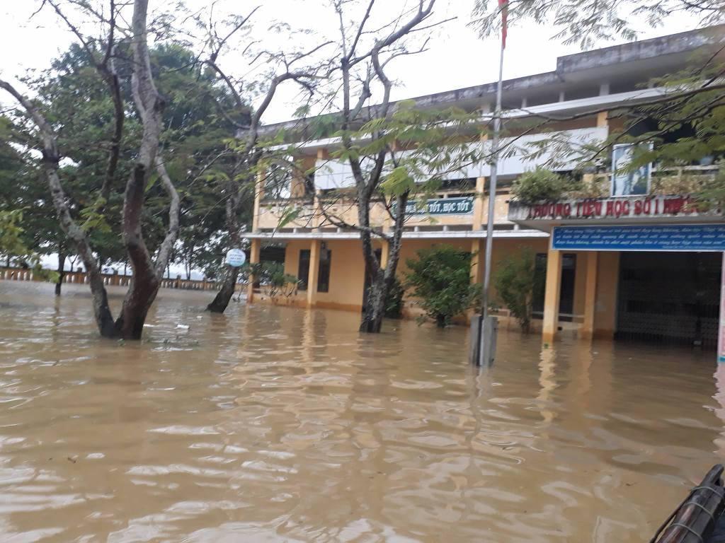 Phòng GD&ĐT Hương Trà: Khắc phục ảnh hưởng mưa lớn trong bão số 12 ởtrườngTiểuhọcSố1HươngToàn