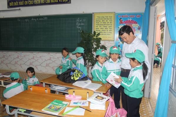 Học tập kinh nghiệm xây dựng môi trường tăng cường Tiếng Việt cho học sinh dân tộc thiểu số và học sinh có hoàn cảnh khó khăn cấp tiểu học