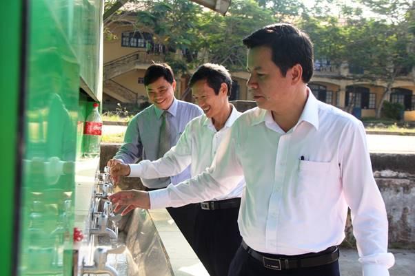 Học sinh THPT Thừa Thiên Huế ngày đầu tiên đi học trở lại sau thời gian tạm nghỉ phòng, chống dịch COVID-19