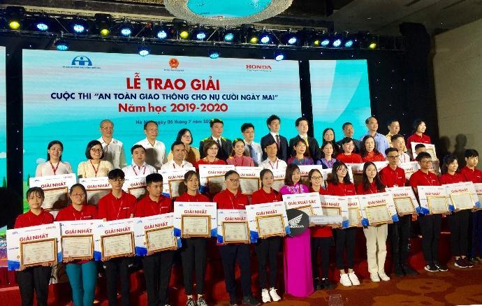"""Tham gia Cuộc thi """"An toàn giao thông cho nụ cười ngày mai"""" năm học 2019-2020, Thừa Thiên Huế có 02 giải nhất, 08 giải nhì và là đơn vị có giải cao dẫn đầu của toàn quốc"""