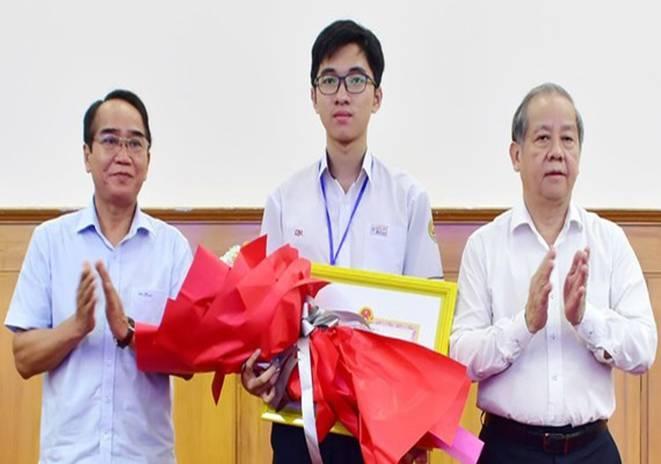 Ngành Giáo dục và Đào tạo Thừa Thiên Huế tổ chức Hội nghị Tổng kết năm học 2019 – 2020 và triển khai nhiệm vụ năm học mới 2020-2021
