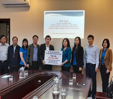 Bộ GD&ĐT đến thăm và tặng quà ủng hộ khắc phục bão lũ cho học sinh và cán bộ, giáo viên, nhân viên Ngành Giáo dục tỉnh Thừa Thiên Huế
