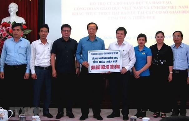 Lãnh đạo Bộ GD&ĐT và  nhiều tổ chức, đơn vị, cá nhân hỗ trợ ngành GD&ĐT Thừa Thiên Huế khắc phục bão lũ