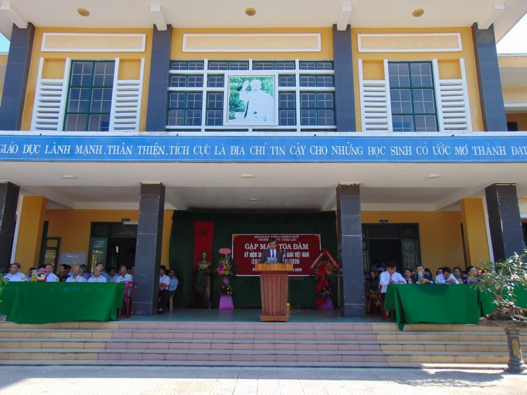 Trường THPT Vinh Lộc đã tổ chức Gặp mặt - Tọa đàm Kỉ niệm 38 năm ngày Nhà giáo Việt Nam