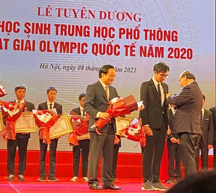 Học sinh Hồ Việt Đức, Trường THPT chuyên Quốc Học Huế vinh dự được Thủ tướng Chính phủ tặng thưởng Huân chương lao động hạng Nhì
