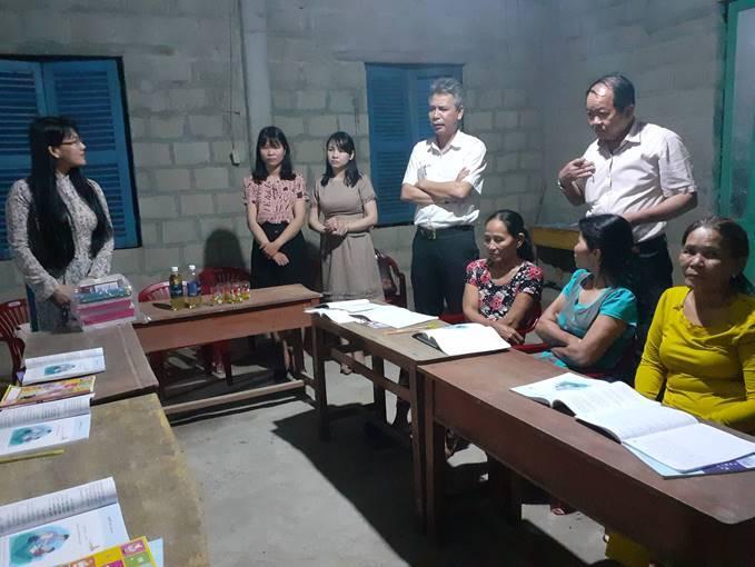 Lớp học Xóa mù chữ ở phường Hương Hồ