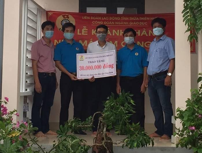 Công đoàn Giáo dục tỉnh Thừa Thiên Huế trao hỗ trợ nhà mái ấm công đoàn